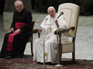 Pope Reverts to Mask-less Old Ways Amid Growing Criticism